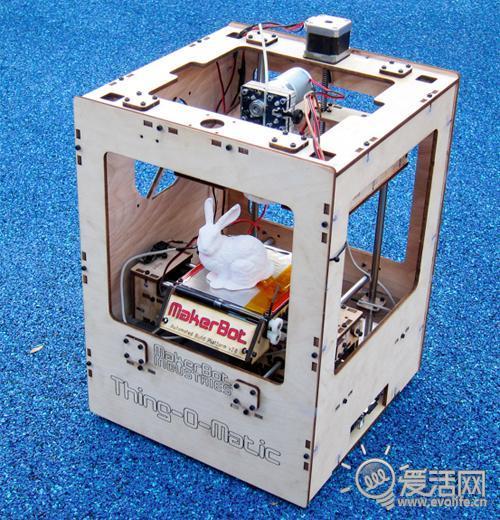 来看看第一台真正的3D打印机是怎样工作的 -