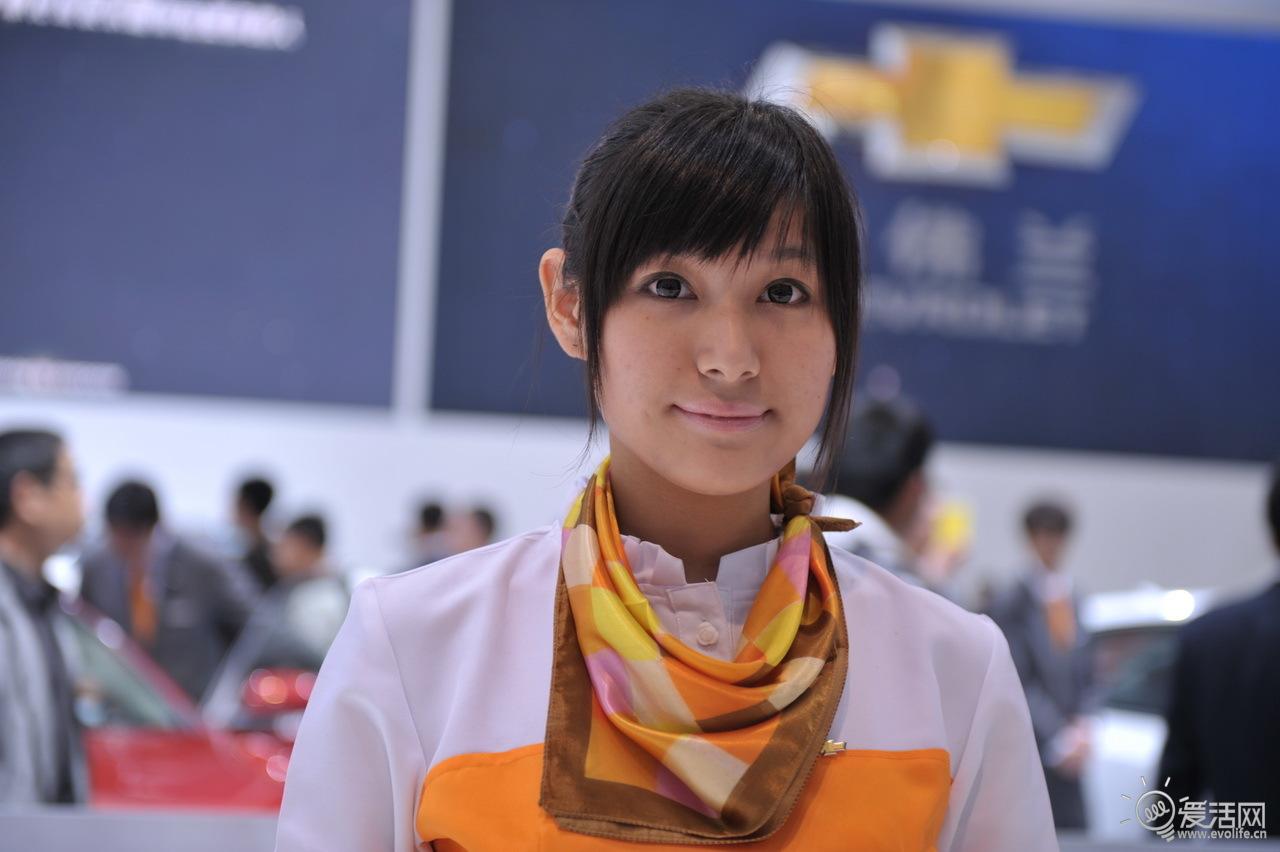 男模大战新车美女 2011上海车展showgirl检阅