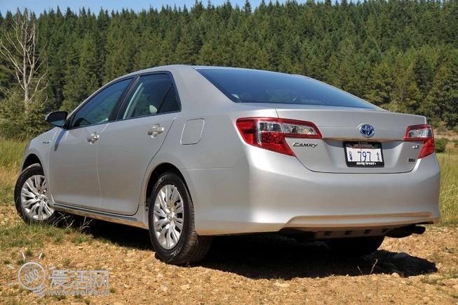丰田发布2012款混合动力凯美瑞 nascar赛场拍广告