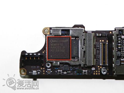 4s的电路板和iphone 4 cdma版本的电路板非常相似,不过再拆开emi屏蔽