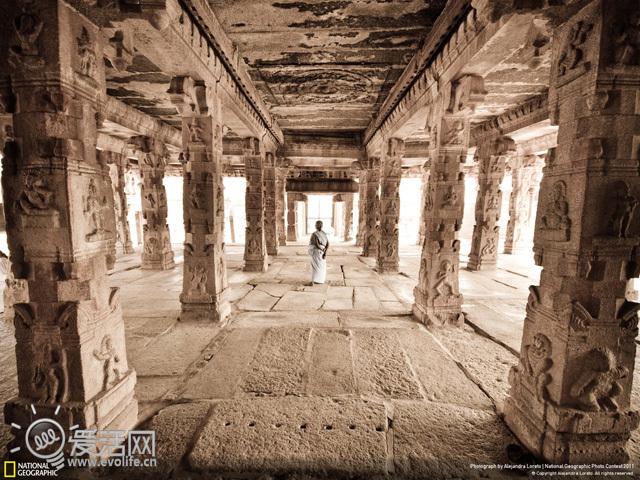 地球 这一年/Krishna神庙是Hampi最著名的印度神庙之一。这张照片展示出了这...