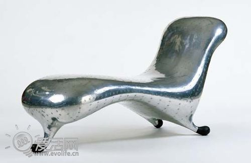 newson设计的,marc newson是一名当代设计师,曾出任英国皇家工业设计