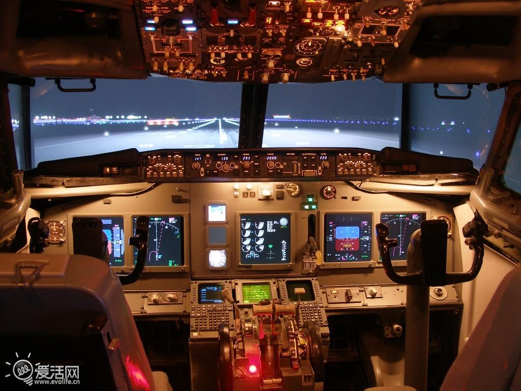 制造737模拟驾驶舱