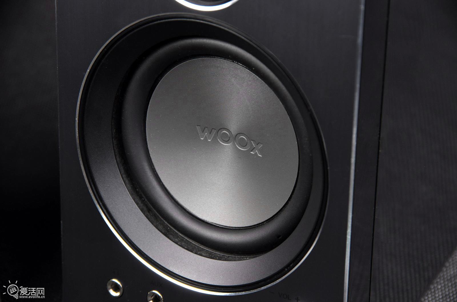 0音箱,拥有铝合金拉丝面板和哑铃式结构