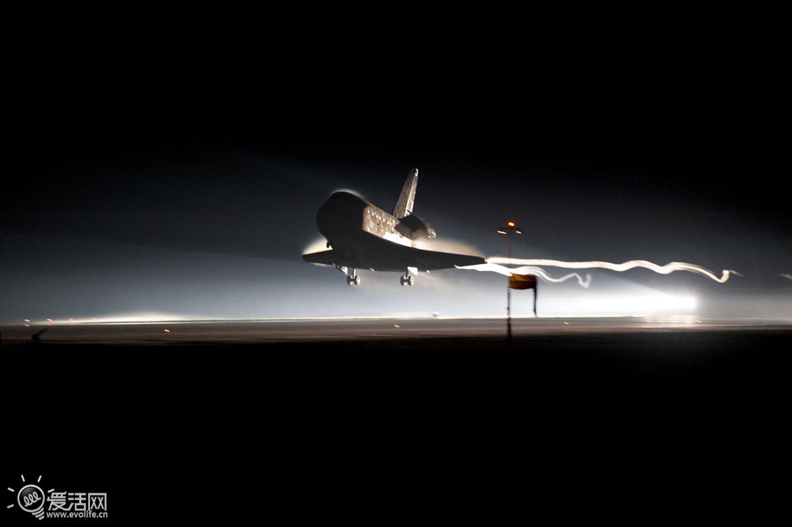 F4数码化开端 F5舱外活动进化  F4 ESC 随着时间推移,新型号F4、F4s、F5单反相机被投入STS任务,与早前的NASA版F Photomic FTN、F3 small和F3 Big相比,这些产品更为成熟,与零售版本差异更小,但当中也不缺乏深度改进,或是添置新附件。  一台NASA版尼康F4s 在1991年9月尼康单反成为了NASA太空试验项目,一台名叫ESC(Electronic Still Camera)相机参与了STS-48任务。这是一台基于尼康F4发展而来的数码相机,仅保留了F4的光学取