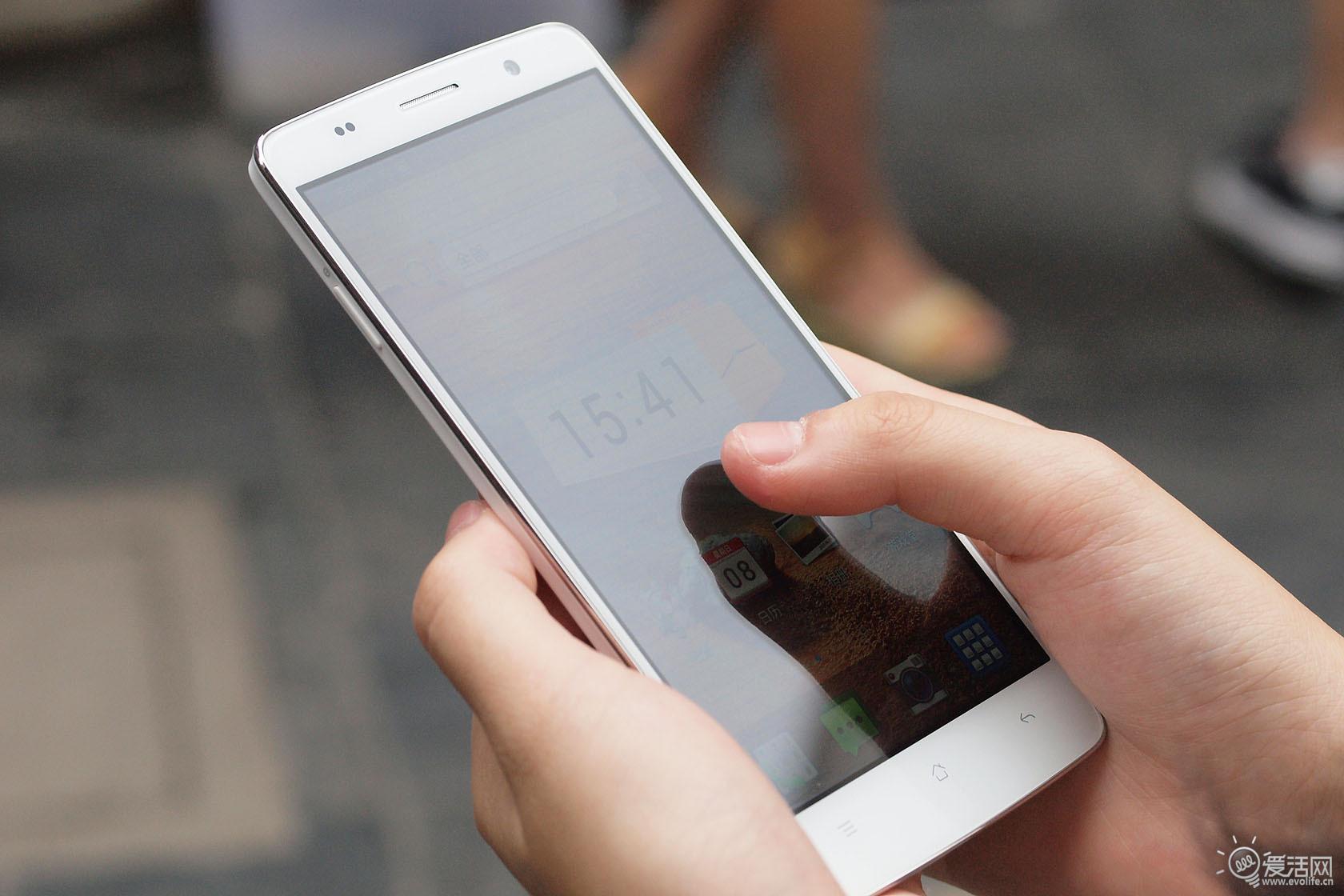 手机oppo u2s告诉你前置相机的真正使命其实是美颜