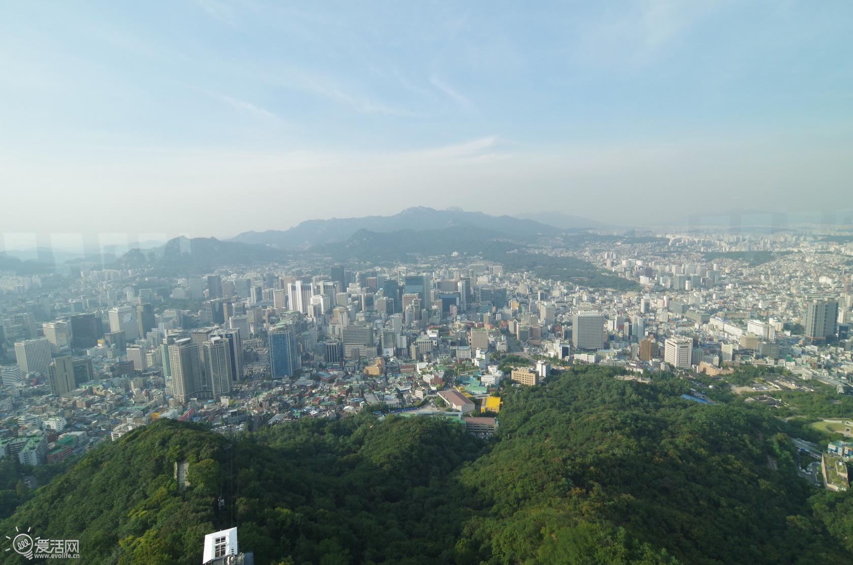 在n首尔塔上能俯瞰整个首尔的全貌