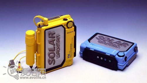 用太阳能充电的索尼WM-F107】-Walkman 35年,索尼随身听简史