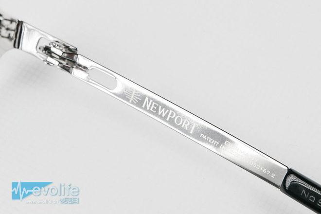 但相信很多消费者都会提出疑问,为何Newport会如此执着于无螺丝结构的眼镜设计呢?我们天天戴着有螺丝的眼镜,也未曾有什么不妥啊,这也与Newport品牌价值有关。Newport告诉爱活,目前人们对于眼镜的认知其实还停留在传统的焊接、螺丝、塑料、板材、钛架的时代,而Newport作为一个新兴品牌,势必要拿出具有突破性的设计来打开市场。凭借着对无螺丝、无焊点的signature眼镜的深刻理解,与多年的工艺结构研究,才选择了使用螳螂仿生设计这一突破性创意作为产品价值的核心。