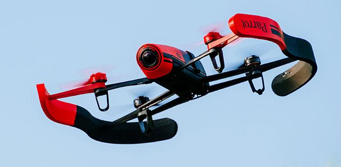 手握iPhone玩转航拍 Parrot Bebop Drone飞行不用特殊技巧