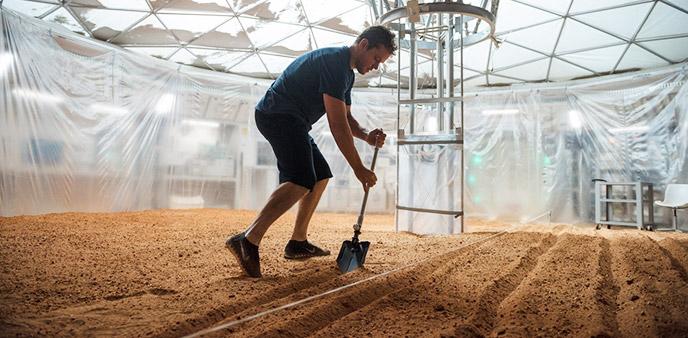 学会自救的马特·达蒙 《火星救援》不再让人操心