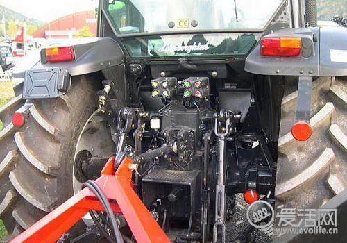 农民伯伯的终极装备:兰博基尼牌拖拉机