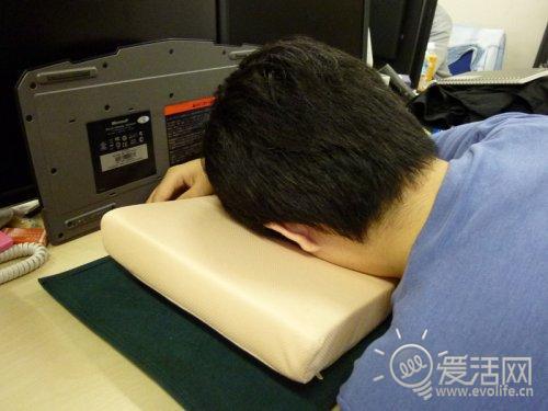 上班偷懒专属 超舒适桌面伪装枕头