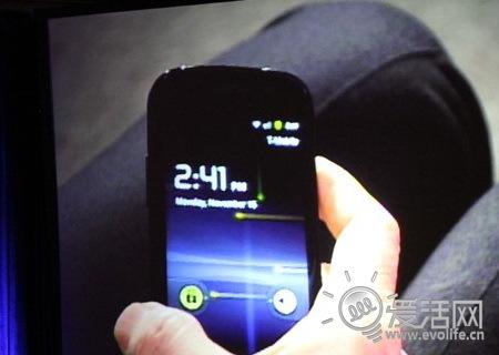 web2.0峰会上谷歌CEO施密特手里拿着的神秘手机