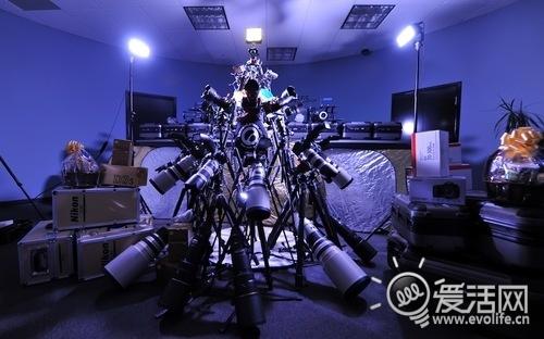 摄影宅暴走 100万元打造的相机镜头圣诞树