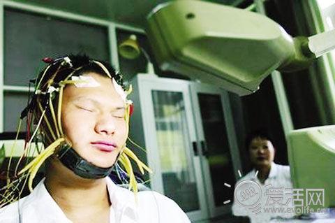 杨教授又来了:上网过多容易造成大脑缩水