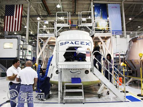走进科学:世界上第一艘私人太空飞船内部长啥样?
