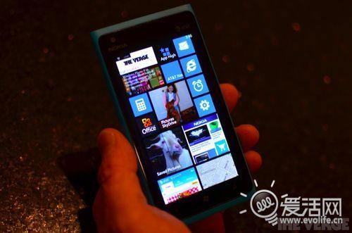 板砖在你掌心 Lumia 900真机升级WP7.8后新界面试玩
