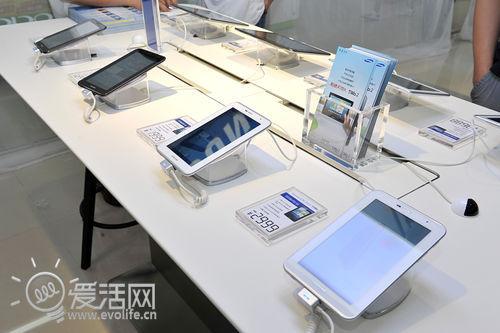 钟爱手机、相机与笔记本 三星首家连锁体验店开业