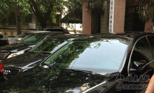 夫妻吵架乱扔诺基亚手机 砸坏无辜轿车还能通话