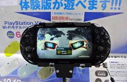 【TGS2013】屏幕缩水长续航 索尼PSVita 2000动手玩