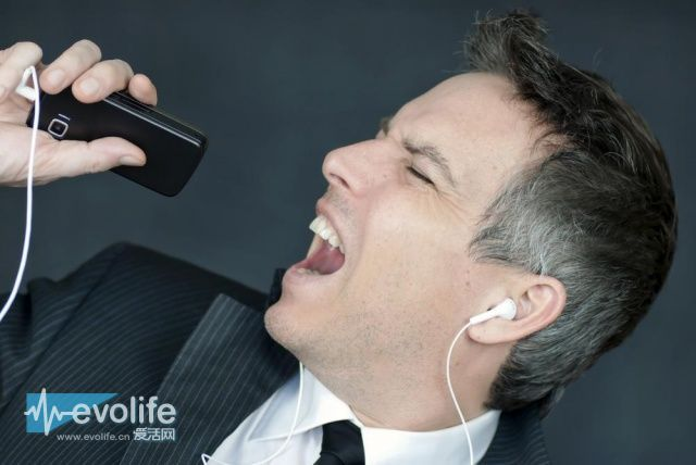 手机没电吼两声 诺基亚和英国大学合作开发声波充电