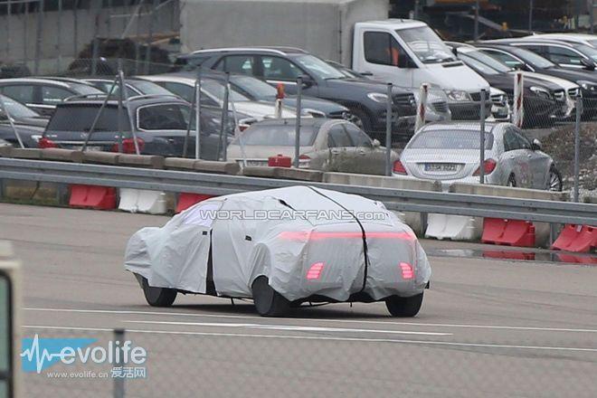 为了证明自动驾驶技术很厉害 奔驰把自己变成了粽子