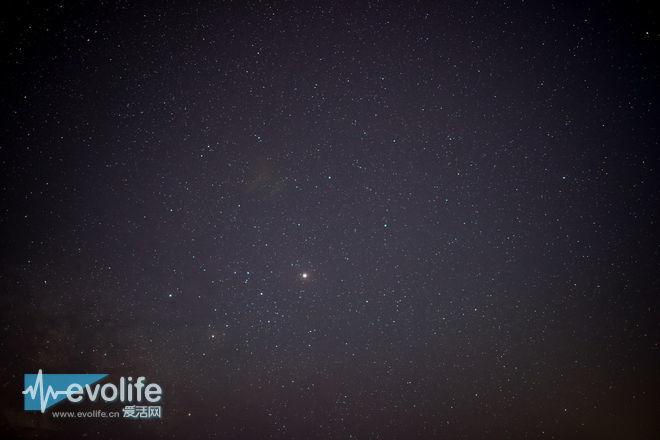 即使大底大光圈具备 你距离璀璨星空仍有一镜之遥