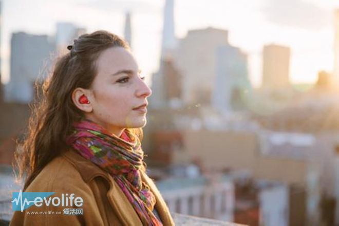 谷歌AI高管称耳机在10内能翻译任何语言 求外语老师心理阴影面积